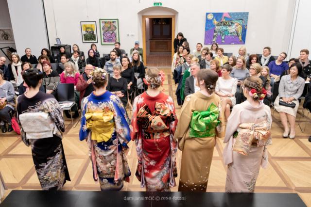 JAPONSKA NA OBISKU / Predavanje o kimonu